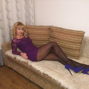 Mature Older Ladies in Pantyhose, Tights, Mini Skirts & High Heels